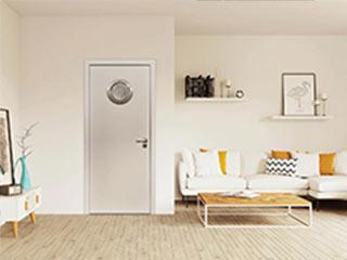Nowoczesne białe drzwi wewnętrzne z bulajem do łazienki