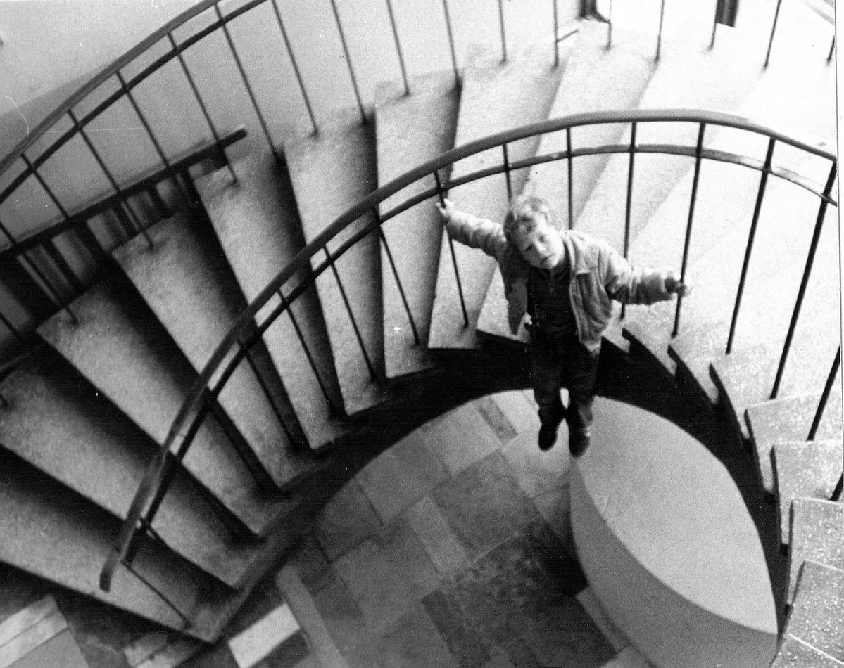 Zdjęcie z 1992 - schody kręcone prowadzące na piętro MDK Radomsko.